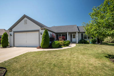 Waukesha Single Family Home For Sale: 2904 Stillwater Circle