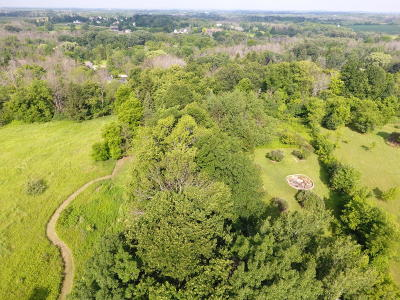 Cedarburg Single Family Home Active Contingent With Offer: 2044 Wildwood Dr