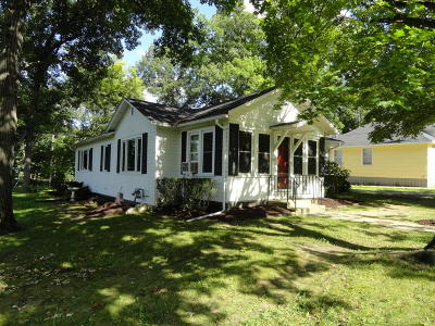Williams Bay Single Family Home Active Contingent With Offer: 97 Oakwood St