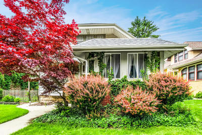 Milwaukee Single Family Home Active Contingent With Offer: 3209 N Cramer St