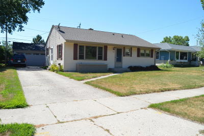 West Bend Single Family Home Active Contingent With Offer: 948 W Lincoln Dr