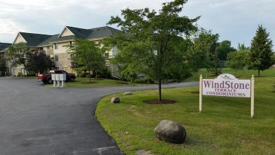 Hartland Condo/Townhouse Active Contingent With Offer: 520 Windstone Dr #202