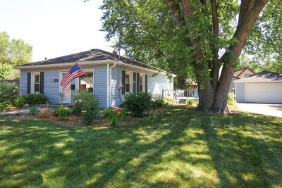 Waukesha Single Family Home For Sale: 317 W Roberta Ave