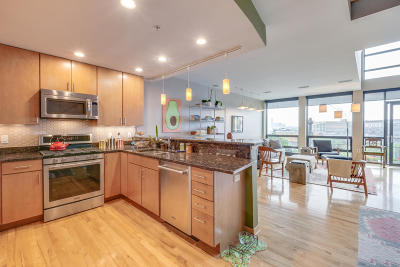 Milwaukee Condo/Townhouse Active Contingent With Offer: 311 E Erie St #415