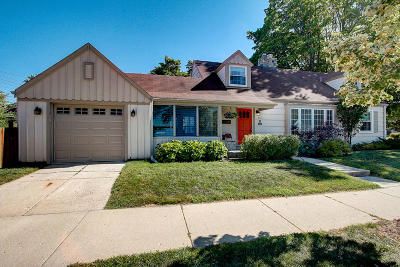 Single Family Home For Sale: 8333 W Meinecke Ave