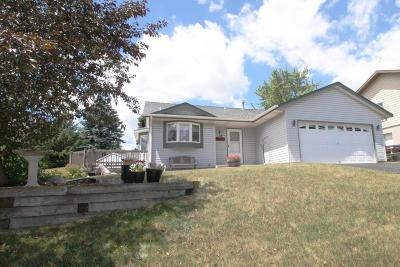 Waukesha Single Family Home For Sale: 224 Stewart Hill Dr