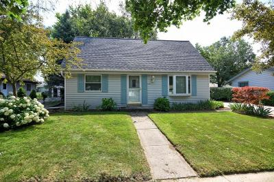 Waukesha Single Family Home Active Contingent With Offer: 1601 Chestnut Ln