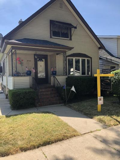 Milwaukee Single Family Home For Sale: 2733 S Wentworth Avenue