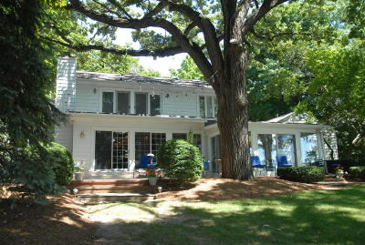 Hartland Single Family Home Active Contingent With Offer: 2623 Zastrow #Rd