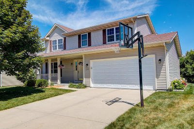 West Bend Single Family Home Active Contingent With Offer: 2702 Great Forest Dr