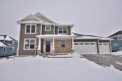 Ozaukee County Single Family Home For Sale: 8025 W Mourning Dove Ln