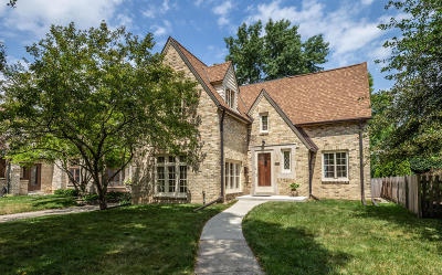 Milwaukee County Single Family Home Active Contingent With Offer: 1130 E Lexington Blvd