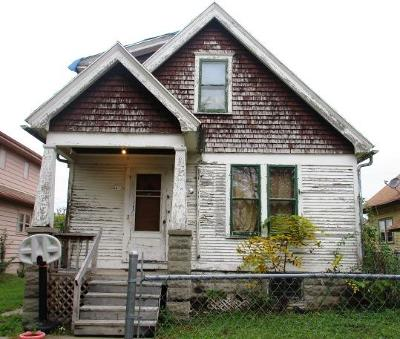 Milwaukee Single Family Home For Sale: 4613 N 39th St