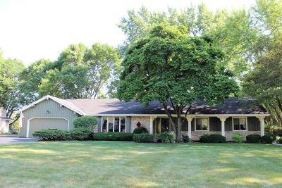 Brookfield Single Family Home For Sale: 18305 Saint James Rd