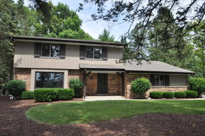Mequon Single Family Home For Sale: 8308 W Sunnyvale Rd