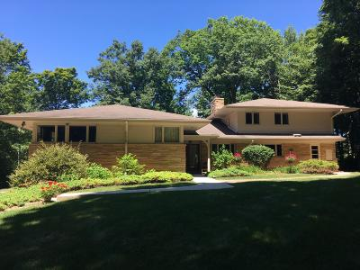 Ozaukee County Single Family Home For Sale: 4726 W Parkview Dr