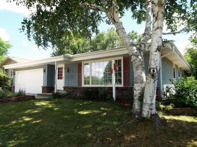 Waukesha Single Family Home For Sale: 1713 Fox River Pkwy