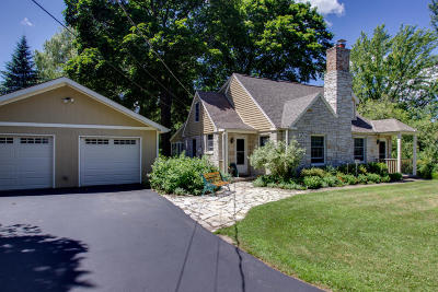 Pewaukee Single Family Home For Sale: W278n1951 Lakeview Dr