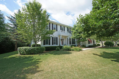 New Berlin Single Family Home For Sale: 13365 W Foxwood Dr