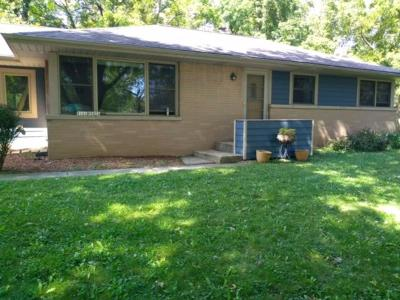 Menomonee Falls Single Family Home For Sale: W161n5021 Hickory Tree