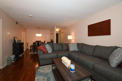 Glendale Condo/Townhouse Active Contingent With Offer: 2200 W Good Hope Rd #121