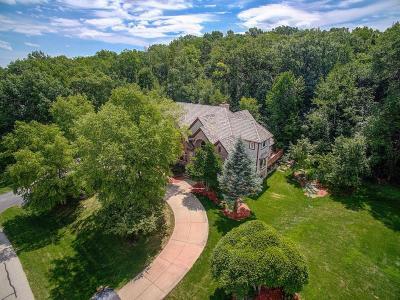 Waukesha Single Family Home For Sale: N11w29888 Saint James Way