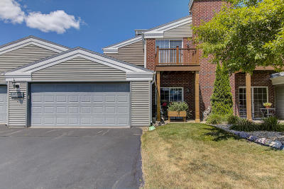 Pewaukee Condo/Townhouse Active Contingent With Offer: N17w26865 E Fieldhack Dr #D
