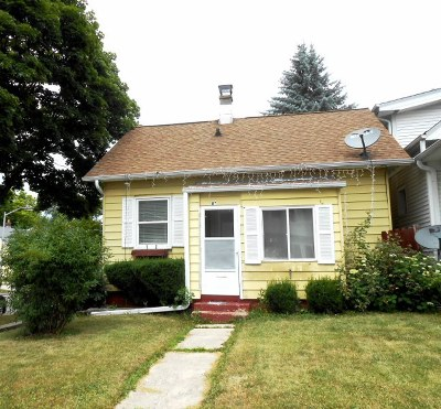 West Allis Single Family Home For Sale: 8742 W Mitchell St