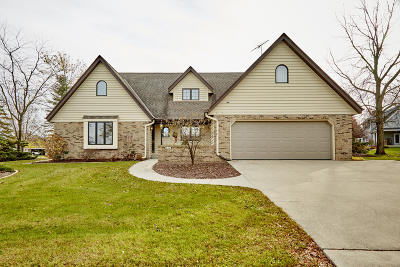 Hartford Single Family Home For Sale: 831 Oak Ridge Cir