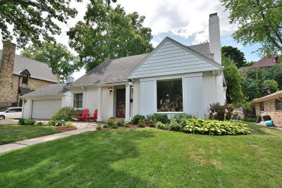 Single Family Home Active Contingent With Offer: 6542 Washington Cir