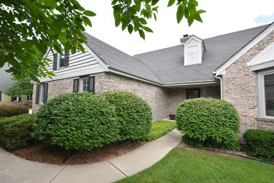 Mequon Condo/Townhouse Active Contingent With Offer: 12334 N Golf Dr