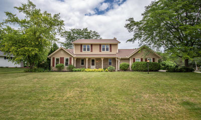 Mequon Single Family Home Active Contingent With Offer: 9500 W Stanford Dr