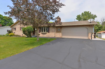 Racine Single Family Home Active Contingent With Offer: 4524 Tabor Rd