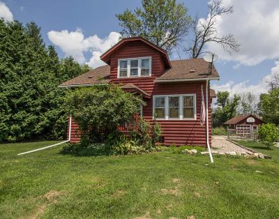 Pewaukee Single Family Home For Sale: 933 E Wisconsin Ave
