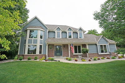 Pewaukee Single Family Home For Sale: W280n1710 Golf View Dr