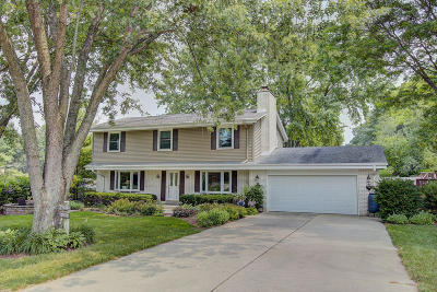 Waukesha Single Family Home Active Contingent With Offer: W251s4386 Oakview Dr