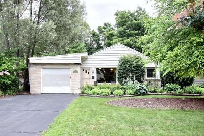 Hartland Single Family Home Active Contingent With Offer: 212 Circle Dr
