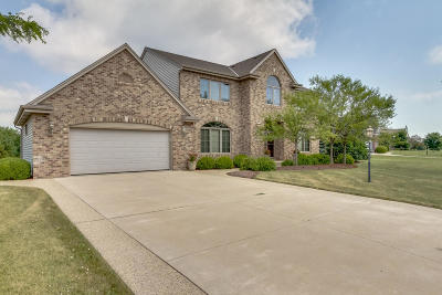 Pleasant Prairie WI Single Family Home Active Contingent With Offer: $464,900