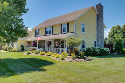 Ozaukee County Single Family Home Active Contingent With Offer: 3626 W River Ridge Ct