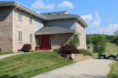 Pewaukee Condo/Townhouse Active Contingent With Offer: 1352 Meadow Creek Dr #F