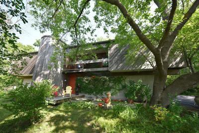 Mequon Single Family Home Active Contingent With Offer: 11205 N Parkview Dr