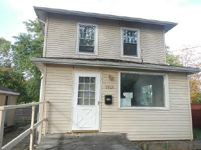 Milwaukee Single Family Home For Sale: 2928 W Fairmount Avenue