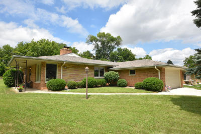 West Allis Single Family Home For Sale: 8344 W Dreyer Pl