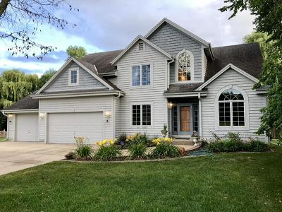Menomonee Falls Single Family Home Active Contingent With Offer: N52w14179 Aberdeen Dr