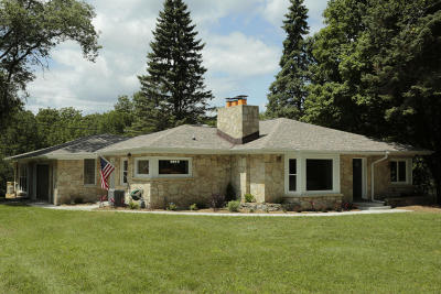 Brookfield Single Family Home For Sale: 1445 Lone Oak Ln