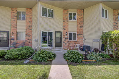 Washington County Condo/Townhouse Active Contingent With Offer: W170n11443 Armada Dr
