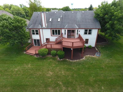 Waukesha Single Family Home For Sale: 1678 Legend Hill Ln