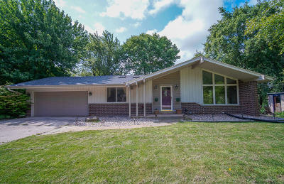 Brookfield Single Family Home Active Contingent With Offer: 18625 Pleasant St