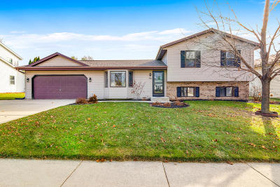 West Bend Single Family Home Active Contingent With Offer: 713 Oakfield St