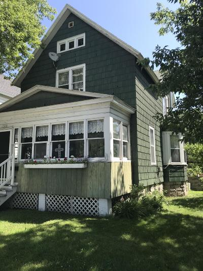 Menominee Single Family Home For Sale: 1616 10th St